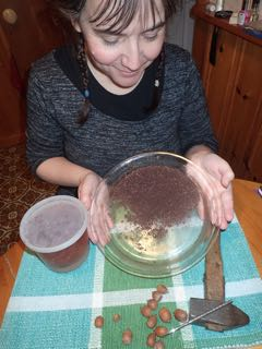 Photo of Peggy Leger presenting the steps in making Red-Oak acorn flour